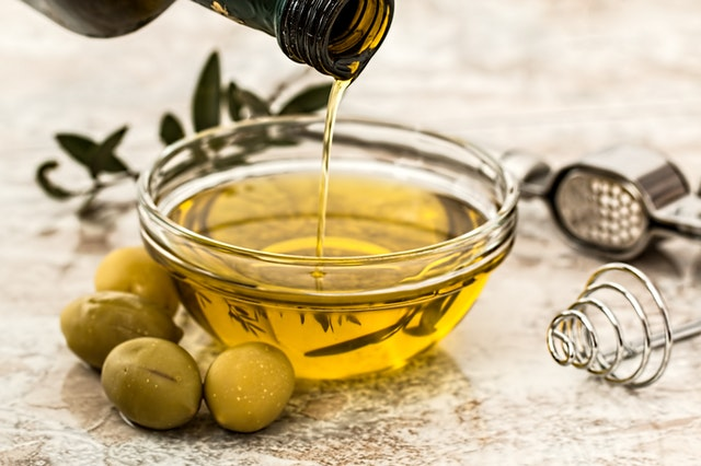Olive Oil and Omega-3 Fats Show Promise in Prevention and Complementary Management of Multiple Sclerosis
